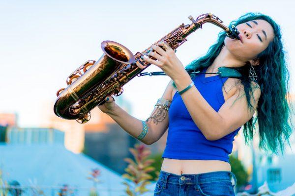 Grace Kelly, saxophone