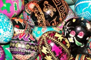 primary-Ukrainian-style-Egg-Decorating-1483556447